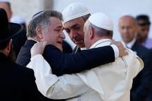 El abrazo con el Papa Francisco en el muro de los lamentos