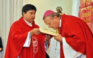 Con Mons. Cardelli durante una celebración