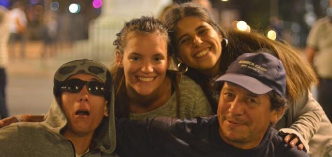Montevideo: cena de Navidad en la plaza de Cagancha