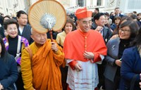 El cardenal y el monje budista