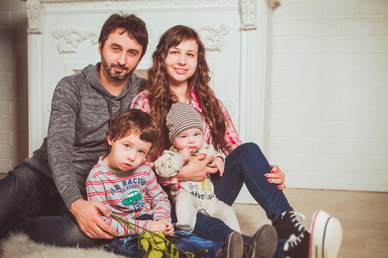 family-2972218_1280