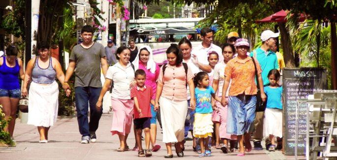 """Anno Amoris Laetitia: """"In cammino con le famiglie"""""""