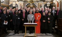 Pope to the Bishops, Friends of the Focolare: Gospel witness way to unity