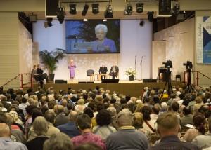 Focolare president, Maria Voce, addresses ecumenical gathering.