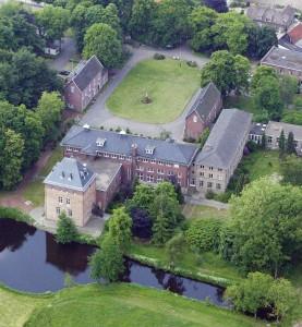 luchtfoto terrein Mariënkroon te Nieuwkuijk