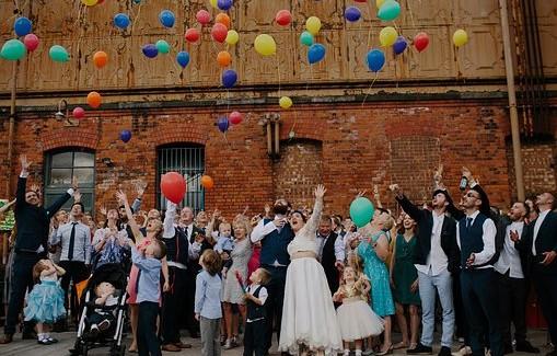 Na czym polega uczta weselna?