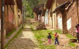 Perù. A school on the Andes for the most remote village