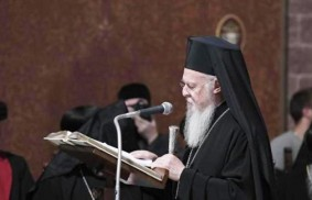 Patriarch Bartholomew is given warm welcome in Bari, Italy.