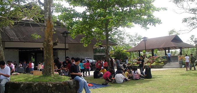 """Filippine: una piccola città chiamata """"Pace"""""""