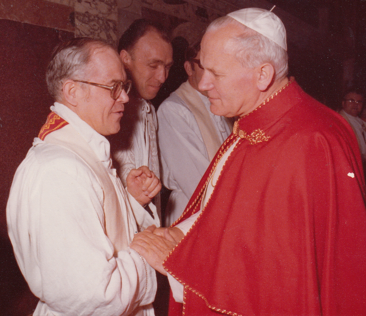 Don Stefano Vagovic_with Pope John Paul II