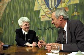 Ginevra ottobre 2002: Chiara Lubich con il segretario generale del CEC, Konrad Raiser