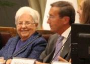 與左丹尼(Igino Giordani)在意大利的國會上