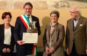 意大利:阿斯蒂(Asti)市政當局榮獲「盧嘉勒博愛獎」