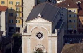 盧嘉勒的紀念碑